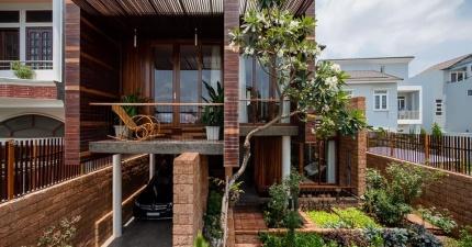Ngôi nhà hiện đại bằng đá ong ấm cúng tại Sài Gòn